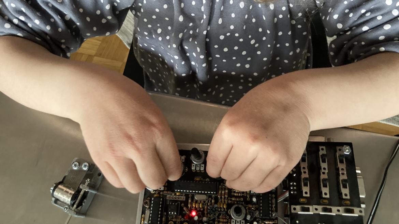 Kako navdušiti otroka nad sintetizatorji?